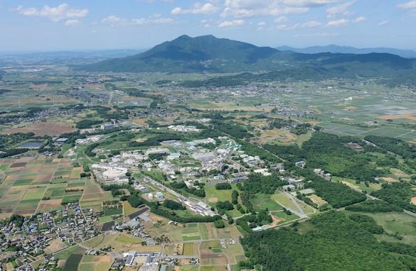 高エネルギー加速器研究機構(KEK) と筑波山