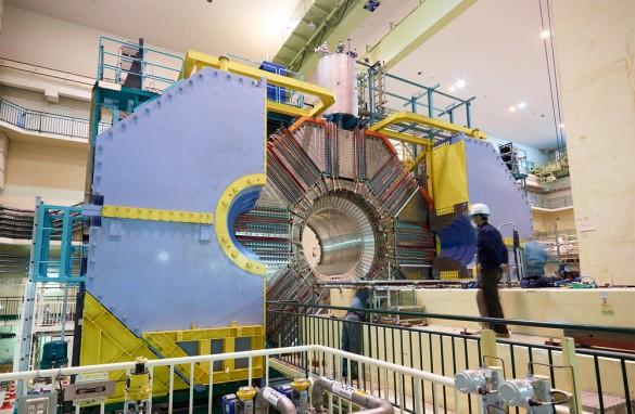 高エネルギー加速器研究機構(KEK) 改造中の BelleII測定器