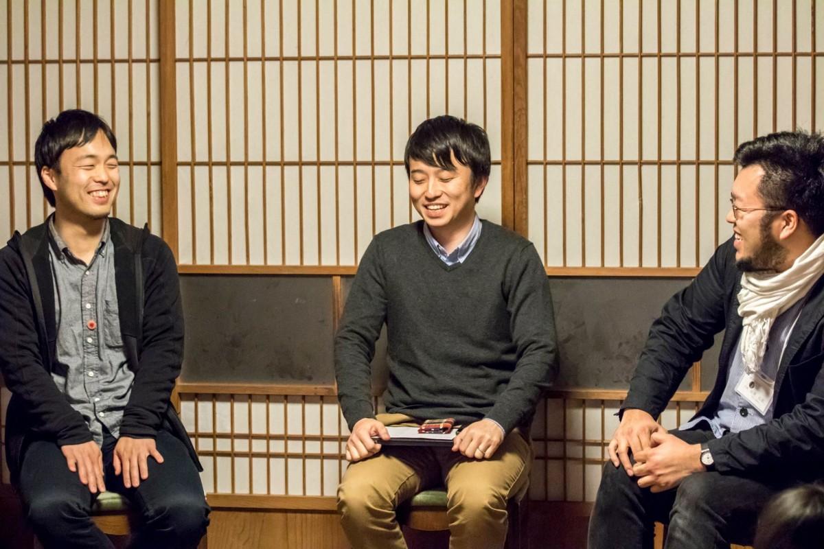 実は3人は同じ早稲田大学卒。時には笑いも起こり、とてもいい雰囲気。
