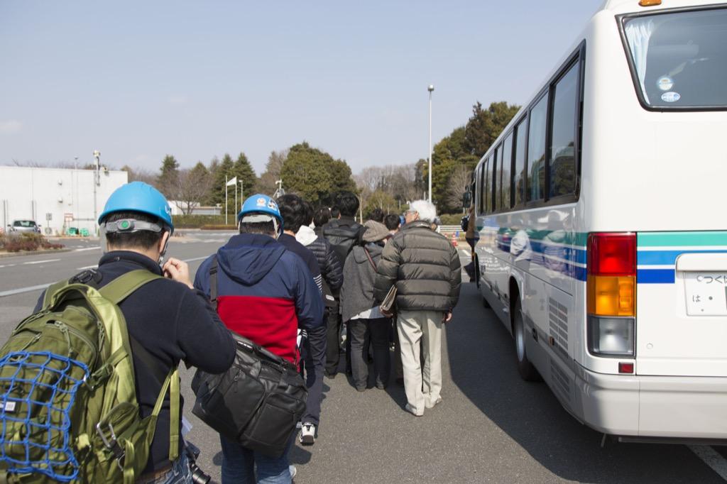 バスに乗って出発