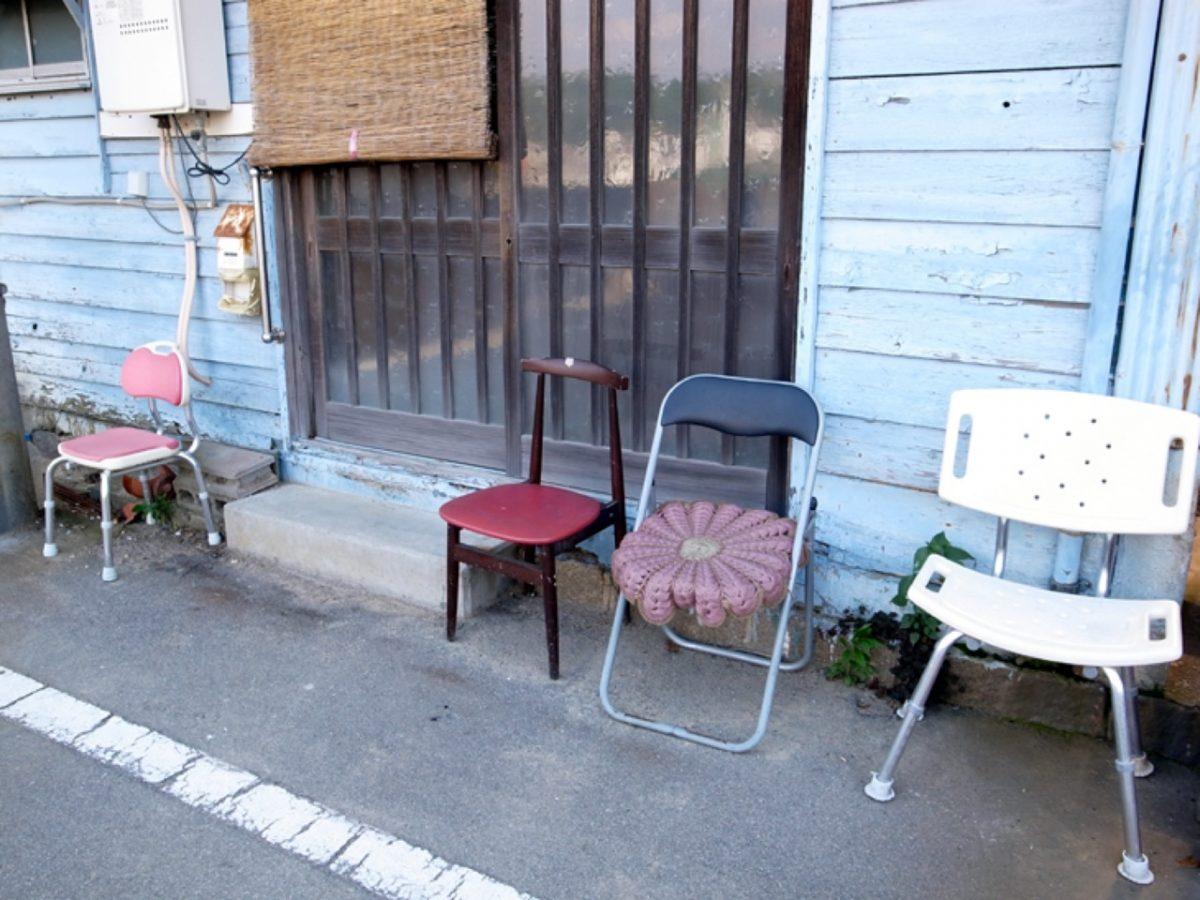無造作なベンチ