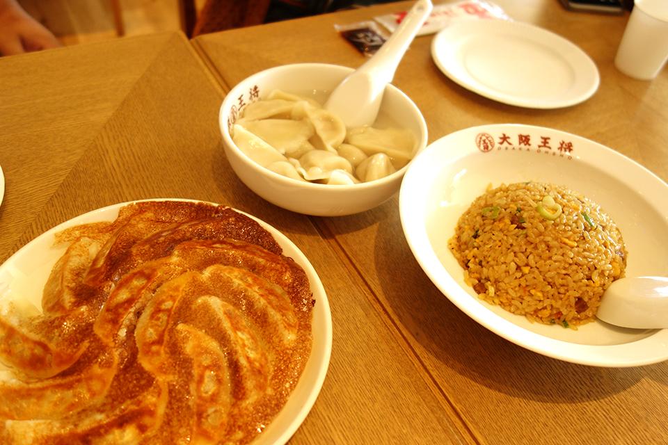 焼餃子は、しっかり味がついているので、たれをつけなくても美味しい!