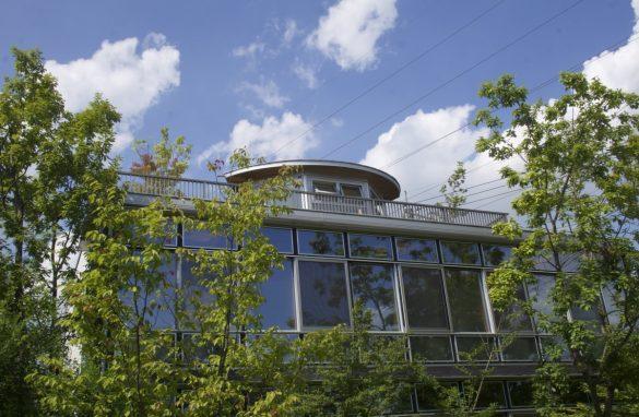敷地内にはエコな技術を集結したモデルルームが3棟も建っています。