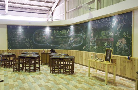 まるで学校の教室のようなスペースでエコと地球環境について学ぶことができます。