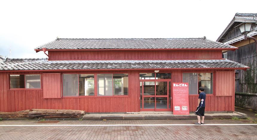 長崎県・五島市(さんごさん)離島と都会を結ぶ、小さな私設図書館