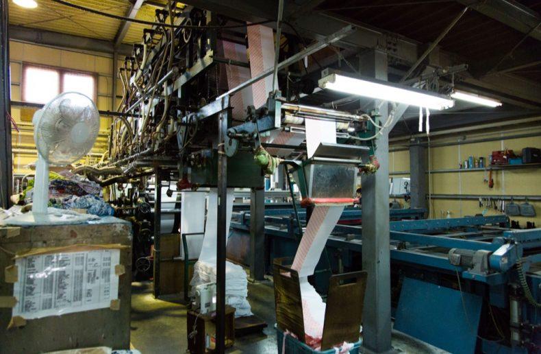 ロール捺染の機械は大きい
