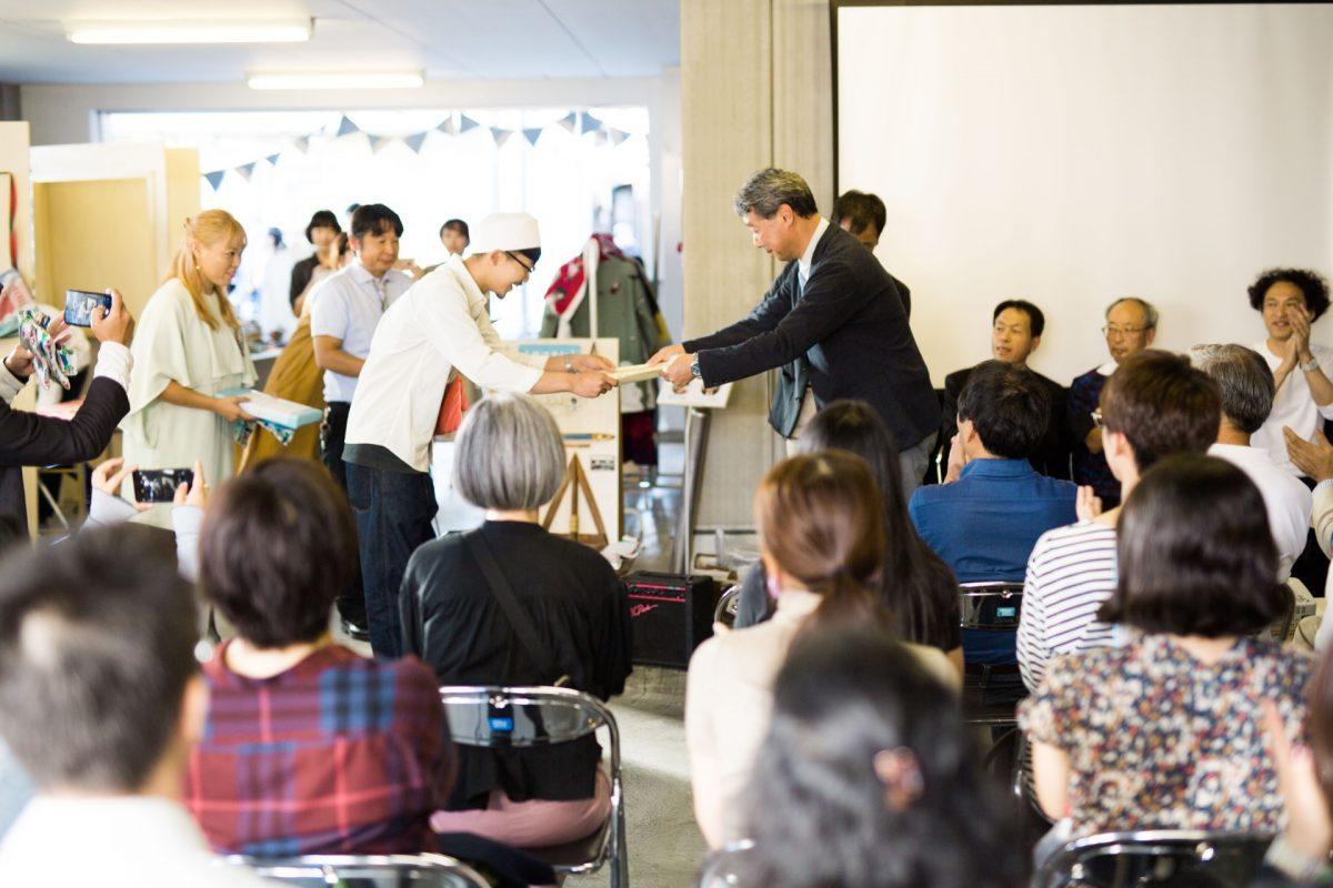 ハタフェス_ハタオリ大学賞の授賞式の様子