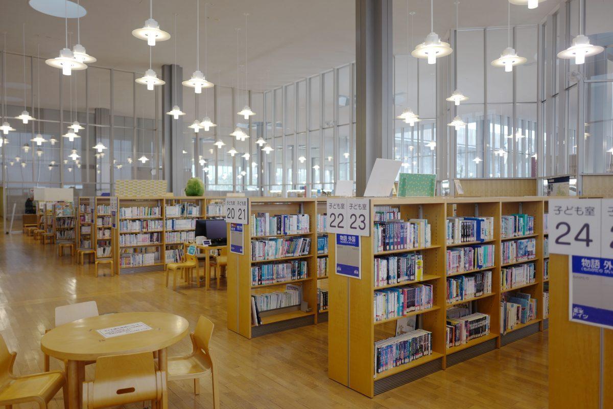 福井県立図書館の内観