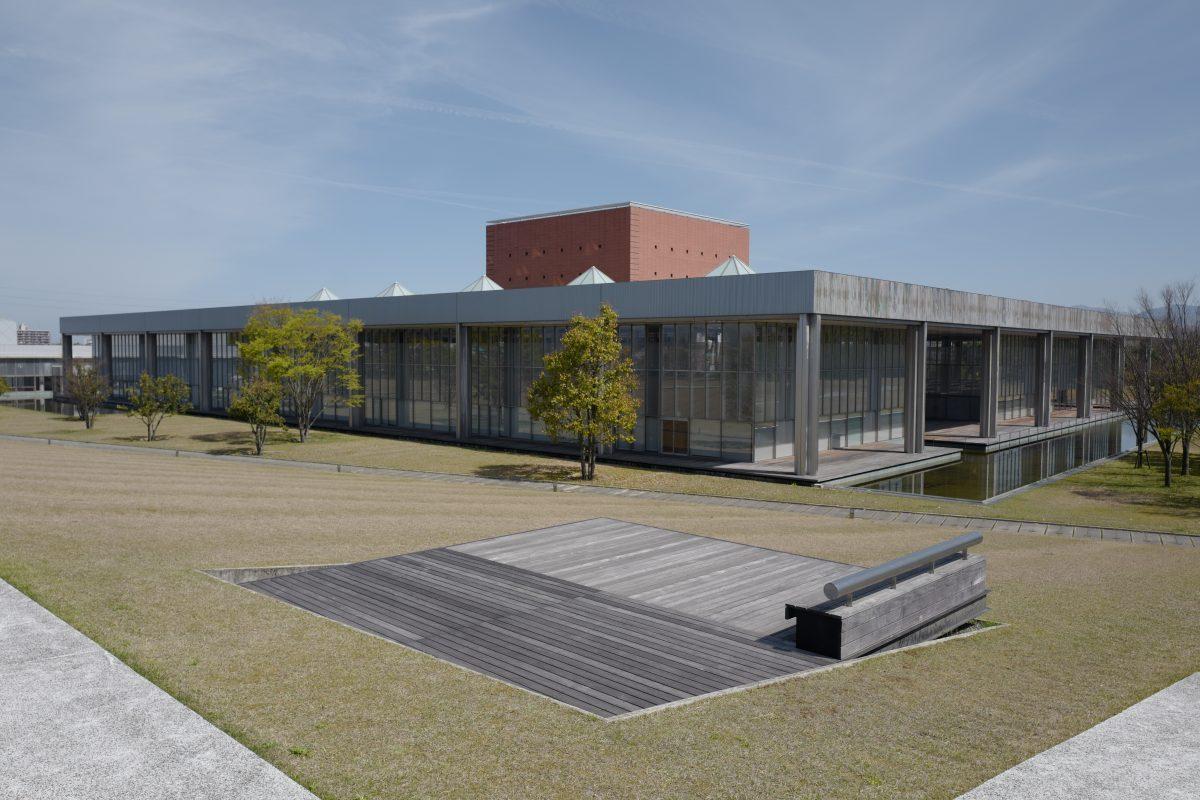 福井県立図書館の外観