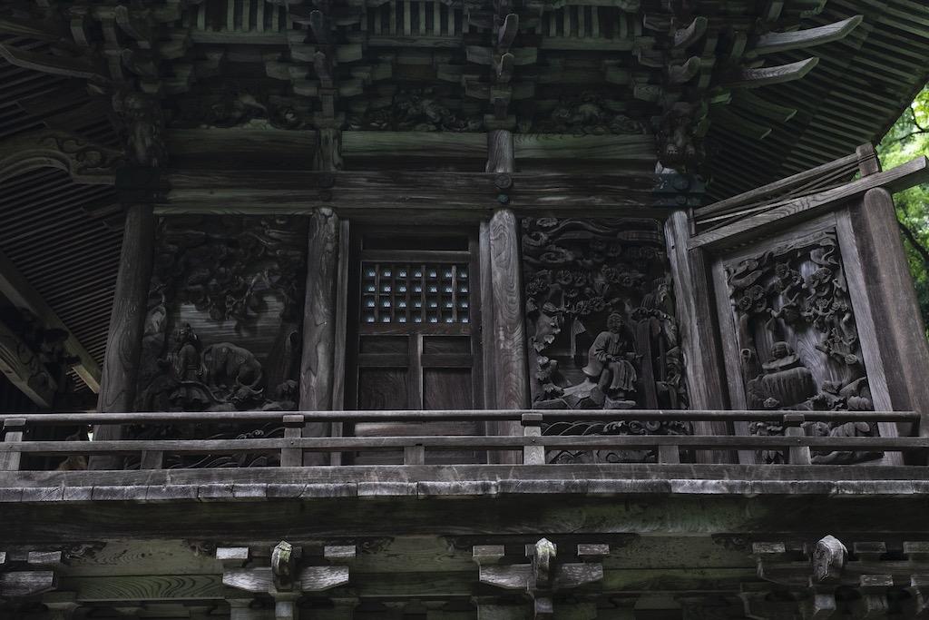 神社の壁面